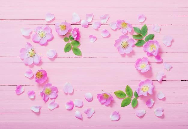 Quadro de rosas rosa em madeira rosa