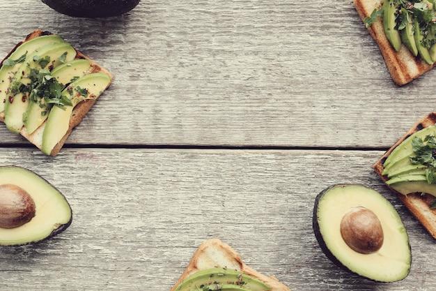 Quadro de sanduíche de abacate orgânico
