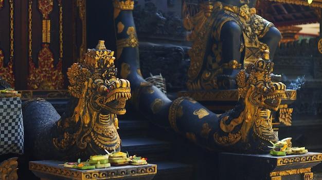 Quadro, de, templo balinês, portão, guardião, estátua