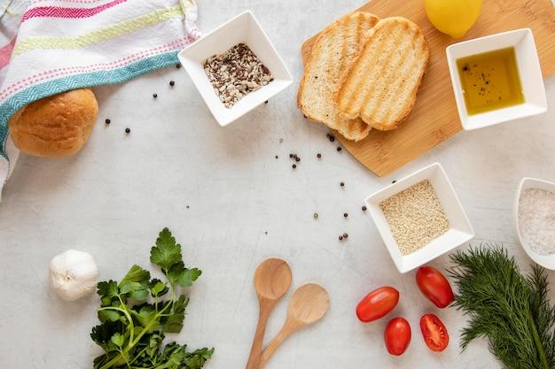 Quadro de torradas e legumes
