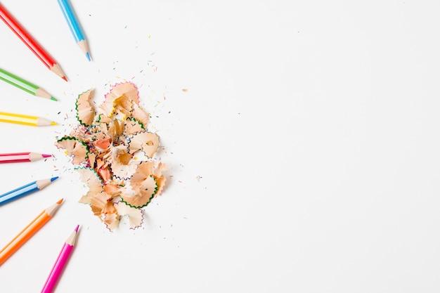 Quadro de vista superior com lápis coloridos