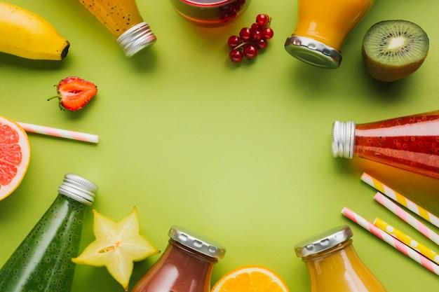 Quadro delicioso de frutas e smoothies