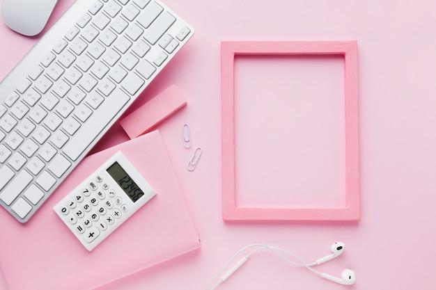 Quadro e teclado vazios