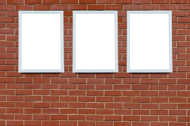 Quadro em branco em uma parede velha