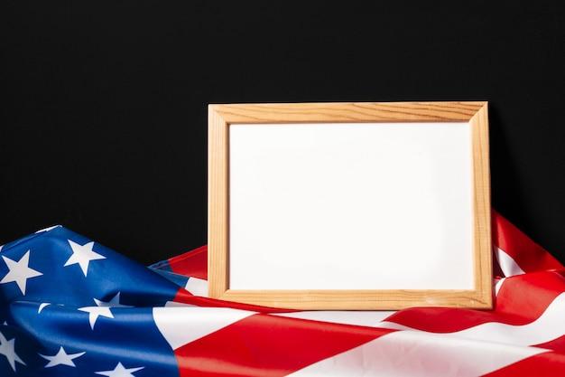 Quadro em branco na bandeira americana