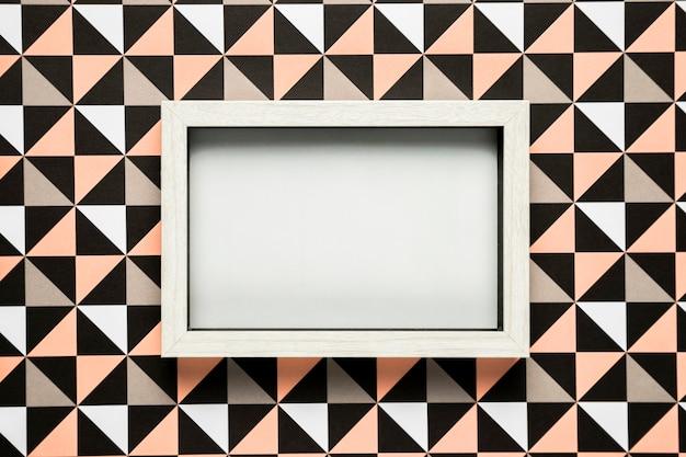 Quadro em branco no fundo estampado