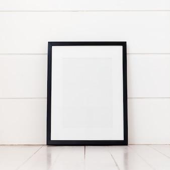 Quadro em branco sobre um fundo branco