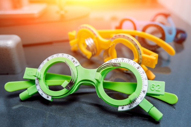 Quadro experimental. óculos de teste. optometria.