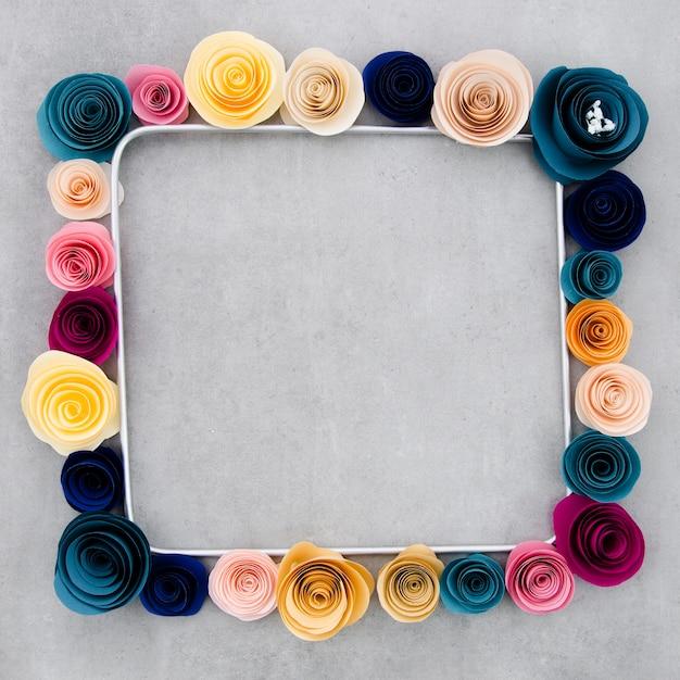 Quadro floral colorido em fundo de cimento Foto gratuita