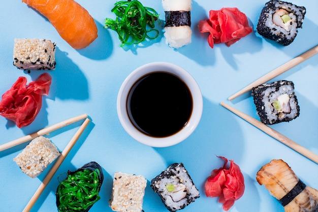 Quadro formado por rolos de sushi