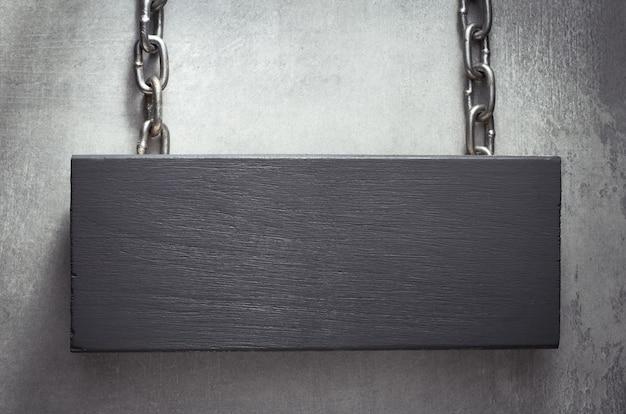 Quadro indicador suspenso com corrente de metal
