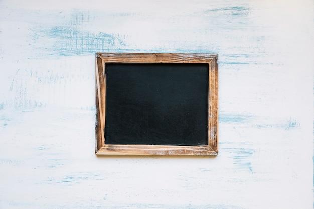 Quadro negro em fundo pintado