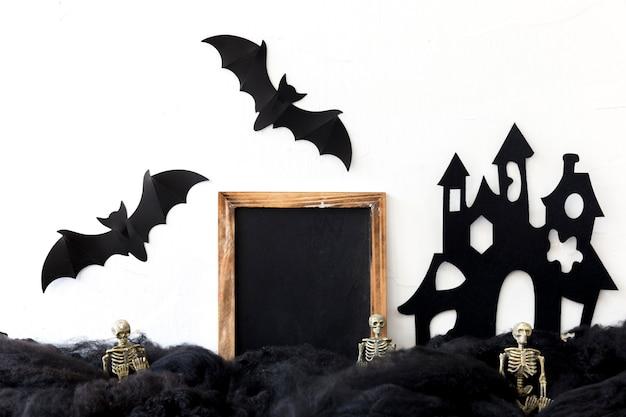 Quadro-negro na composição de halloween