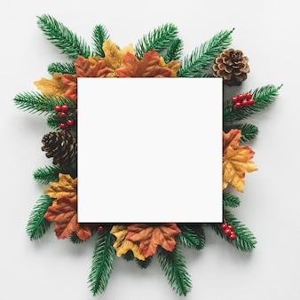 Quadro para o conceito de festival de natal e decoração, pinhas, galhos de pinheiro e bordo