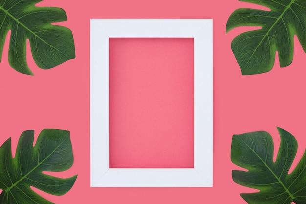 Quadro rosa mínimo com plantas tripicais
