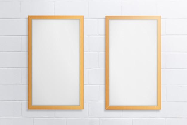 Quadro vazio dois no fundo de tijolo branco