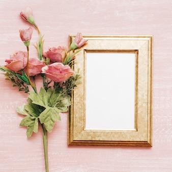 Quadro vintage com flores cor de rosa