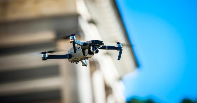 Quadrotor drone com câmera digital