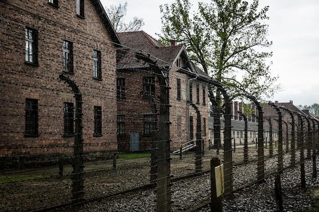 Quartel do campo de concentração alemão de auschwitz ii, birkenau, polônia.