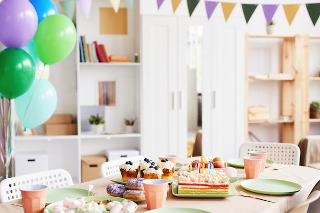 Quarto decorado para aniversário