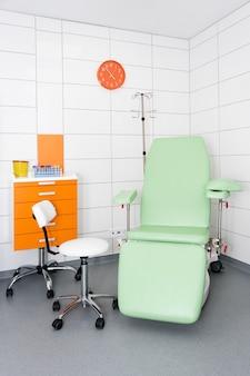 Quarto hospitalar moderno e confortável equipado