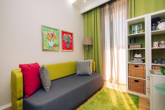 Quarto infantil. quarto infantil de design de interiores no apartamento.