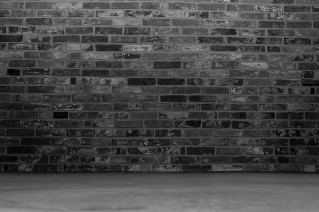 Quarto preto-cinza com uma parede de tijolos