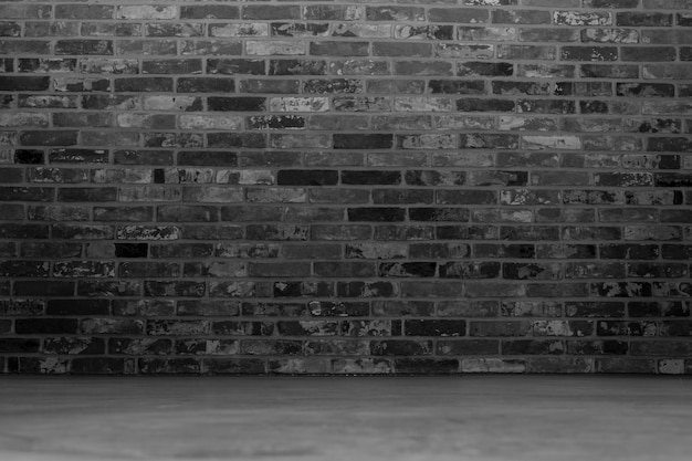 Quarto preto com uma parede de tijolos