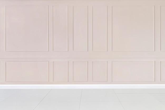 Quarto vazio com maquete de parede estampada em rosa