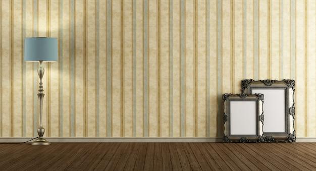 Quarto vintage vazio com moldura antiga e piso