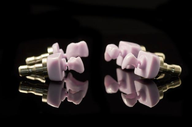 Quatro molares de bloco de cerâmica de vidro disilicate de lítio para a tecnologia cad cam.