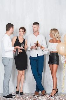Quatro pessoas, com, álcool, ligado, partido