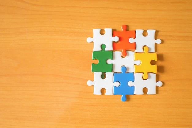 Quatro quebra-cabeças duas peças
