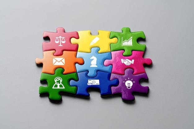 Quebra-cabeça colorido de negócios e estratégia