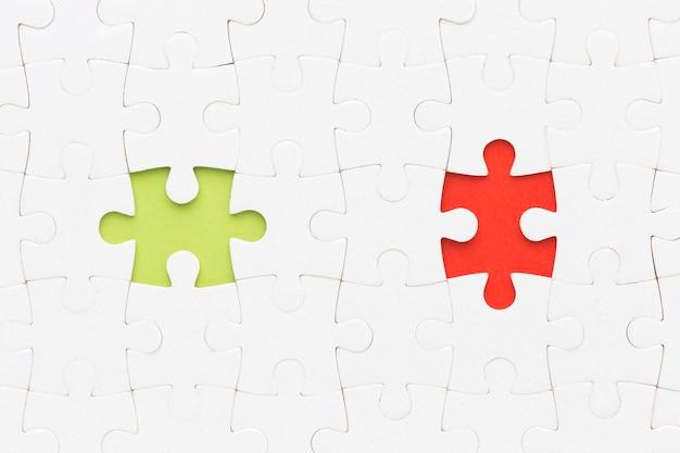 Quebra-cabeça com duas peças faltando