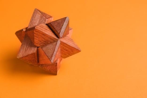 Quebra-cabeça de madeira