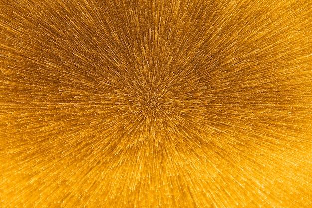 Queda de gotas de água dourada