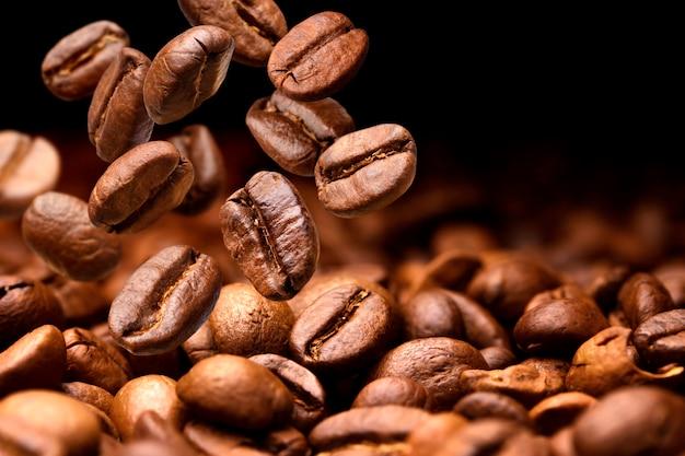 Queda de grãos de café