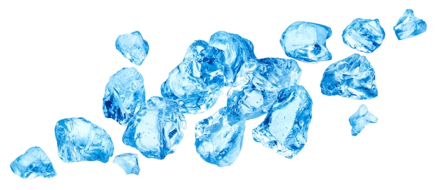 Queda de pedaços de gelo, pilha de gelo picado, isolado no fundo branco