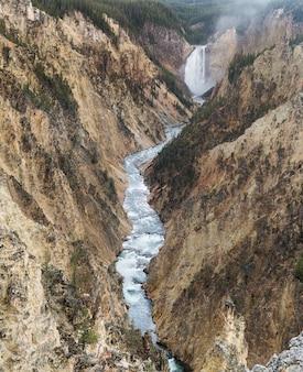Queda inferior de yellowstone, grand canyon do yellowstone, parque nacional de yellowstone