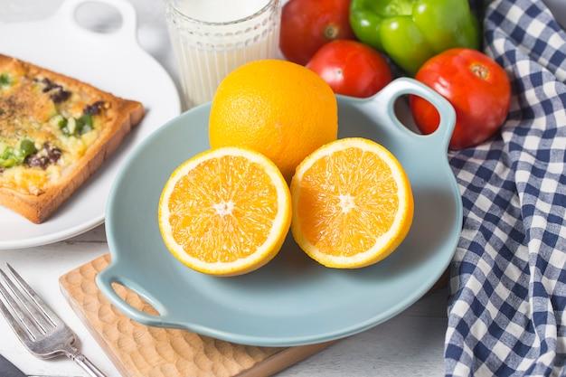 Queijinho de carne ¼ œcafé da manhã, laranjas