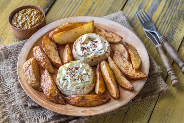 Queijo camembert assado com batata