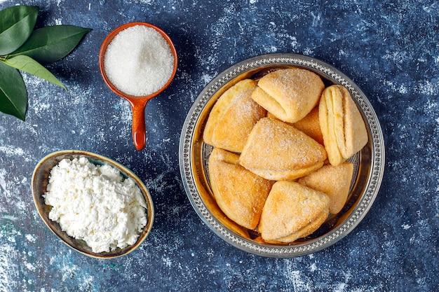Queijo cottage e biscoitos de açúcar