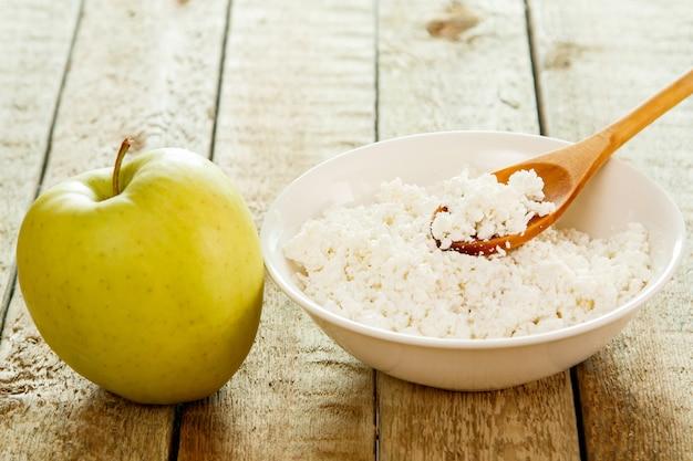 Queijo cottage e maçã