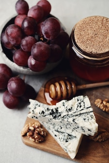 Queijo e uvas