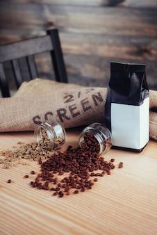 Queijo feijão verde em saco de café feito de serapilheira