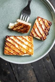 Queijo grelhado halloumi refeição frita lanche cópia espaço comida fundo rústico vista de cima ceto ou paleo
