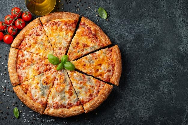 Queijo italiano delicioso da pizza quatro.
