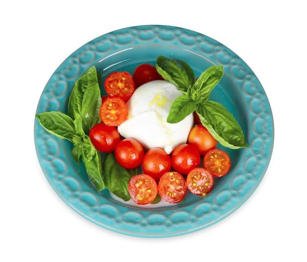 Queijo mussarela de búfala italiana com tomate cereja e manjericão.