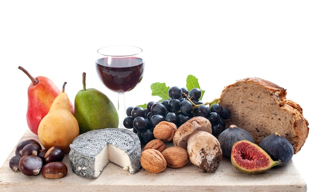 Queijo, vinho e frutas
